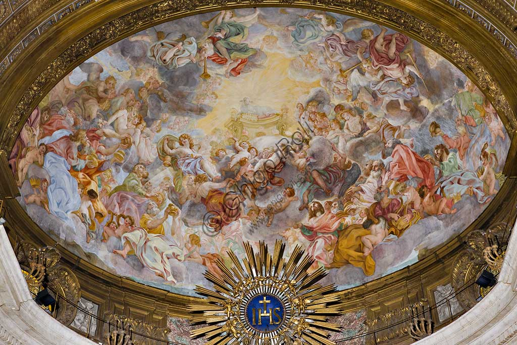 """Church of Jesus, the interior, the bowl-shaped vault of the apse: """"The Adoration of the Mystical Lamb"""", a scende described in the Apocalypse. Frescoes by Baciccia (Giovan Battista Gaulli), 1679."""