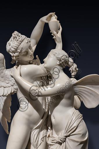 """""""Amore e Psiche"""", 1845, di Giovanni Maria Benzoni (1809-1873), marmo. Particolare."""
