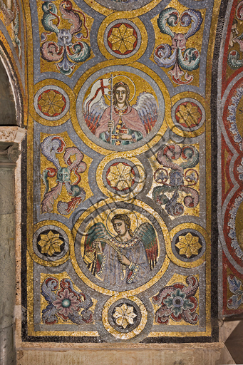 Florence, the Baptistery of St. John, the matronea,  East gallery, first matroneum (of the Angels hierarchies): mosaics by the school of the Master of San Gaggio and of the Master of St. Cecilia (about 1300 - 1310). Detail representing some angels.