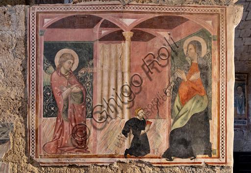 """Orvieto, Badia (Abbazia dei Santi Severo e Martirio), oratorio del Crocifisso, che probabilmente era un antico e vasto refettorio: """"Annunciazione"""", affresco dell'ultimo quarto del XIII."""