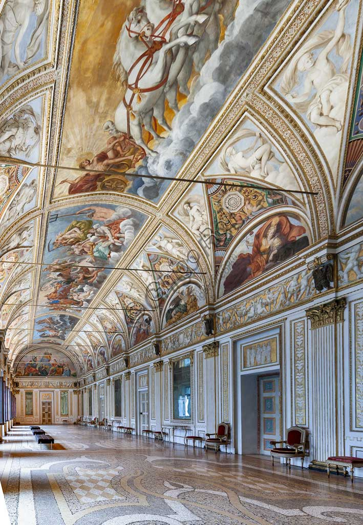 """Mantua, Palazzo Ducale (Ducal Palace),The Ducal Apartment: view of the Hall of the Mirrors (formerly the Great Gallery). In the vault: """"Apollo (Helios) leading the chariot of the Sun"""" and """"Gathering of the Gods of Olympus"""". Frescoes by Carlo Santner, 1618."""