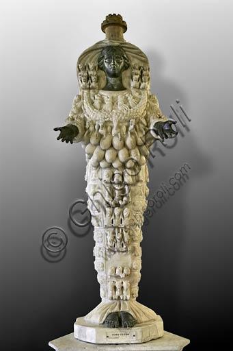 """Roma, Musei Capitolini: """"Artemide Efesina"""", copia romana da originale greco del II sec. a.C."""