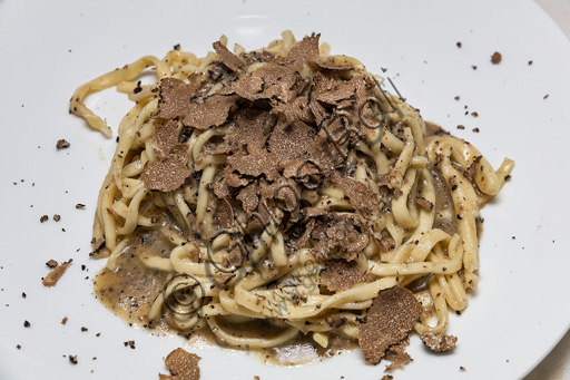 Assisi, Antica Trattoria Pallotta: strangozzi al tartufo.