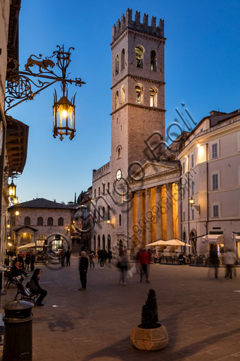 Assisi: night view of the Piazza del Comune with the Palazzo of the Capitano del Popolo, the Civic Tower and the Temple of Minerva.