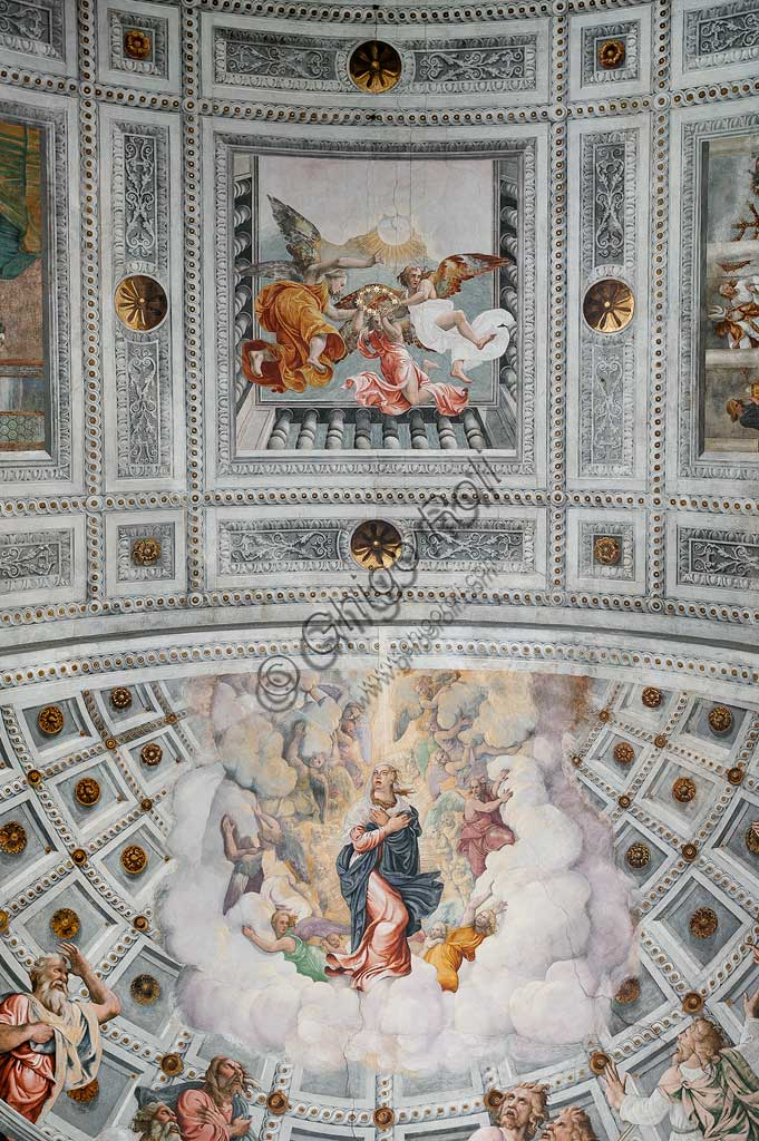 "Verona, Duomo, interior: apse. In the apsidal basin: ""Assumption of Mary"". In the central panel of the vault: ""Coronation of Mary"". Frescoes by Francesco Torbido on drawings by Giulio Romano, 1534."