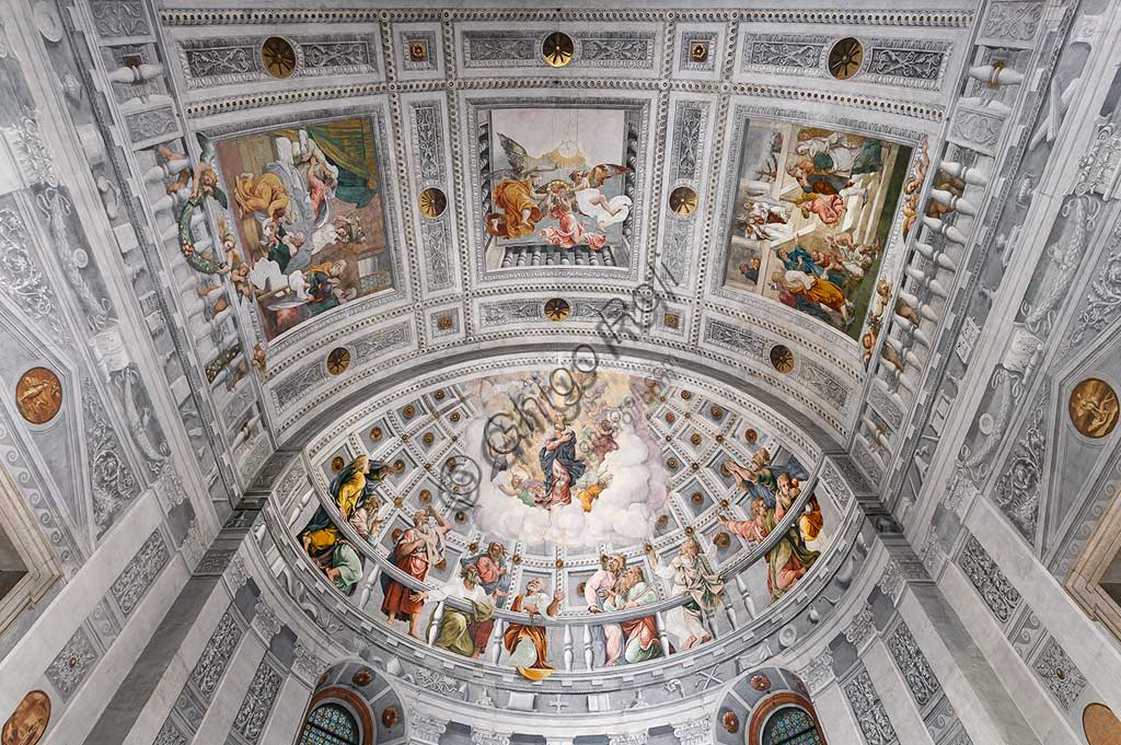 "Verona, Duomo, interior: apse. In the apsidal basin: ""Assumption of Mary"". In the panels of the vault: ""Nativity, Coronation, and Purification of Mary"". Frescoes by Francesco Torbido on drawings by Giulio Romano, 1534."