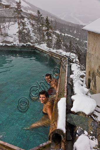 """Bormio, Terme, Stabilimento """"Bagni Vecchi"""": ospiti nella piscina termale all'aperto."""
