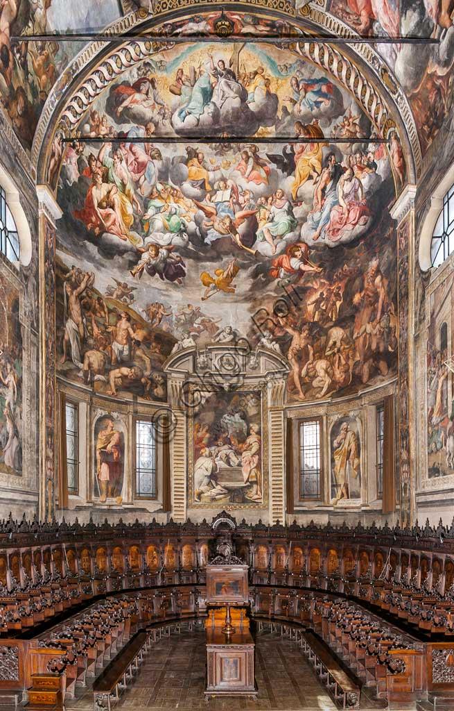 Basilica of St Prospero: view of the apse with frescoes by Camillo Procaccini  (1585 - 1587) and wooden choir by Cristoforo e Giuseppe De Venetiis (1545 - 1546).
