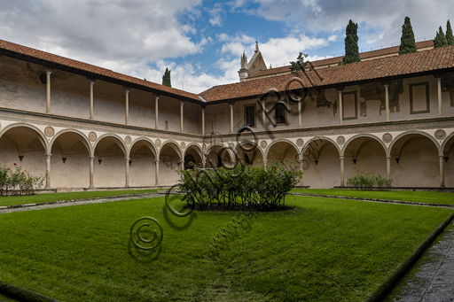 Basilica of the Holy Cross: view of the second cloister.