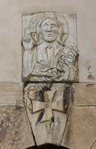 Bormio, collegiata dei Santi Gervasio e Protasio: particolare di bassorilievo con Cristo benedicente.