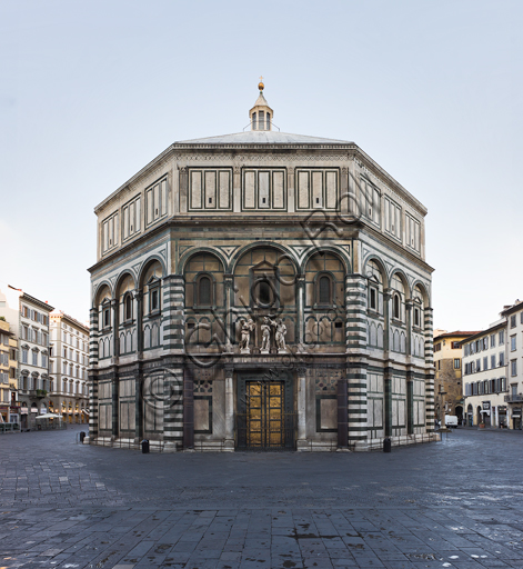 """Florence, the Baptistery of St. John, exterior: the South  façade in Carrara white marble and green Prato marble with the Paradise door by Lorenzo Ghiberti and """"The Baptism of Christ"""" (copy of the original statues in the Opa Museum) by Andrea Sansovino, (1467-1529), Vincenzo Danti (1530-1576) and Giuseppe Spinazzi (1726-1798)."""