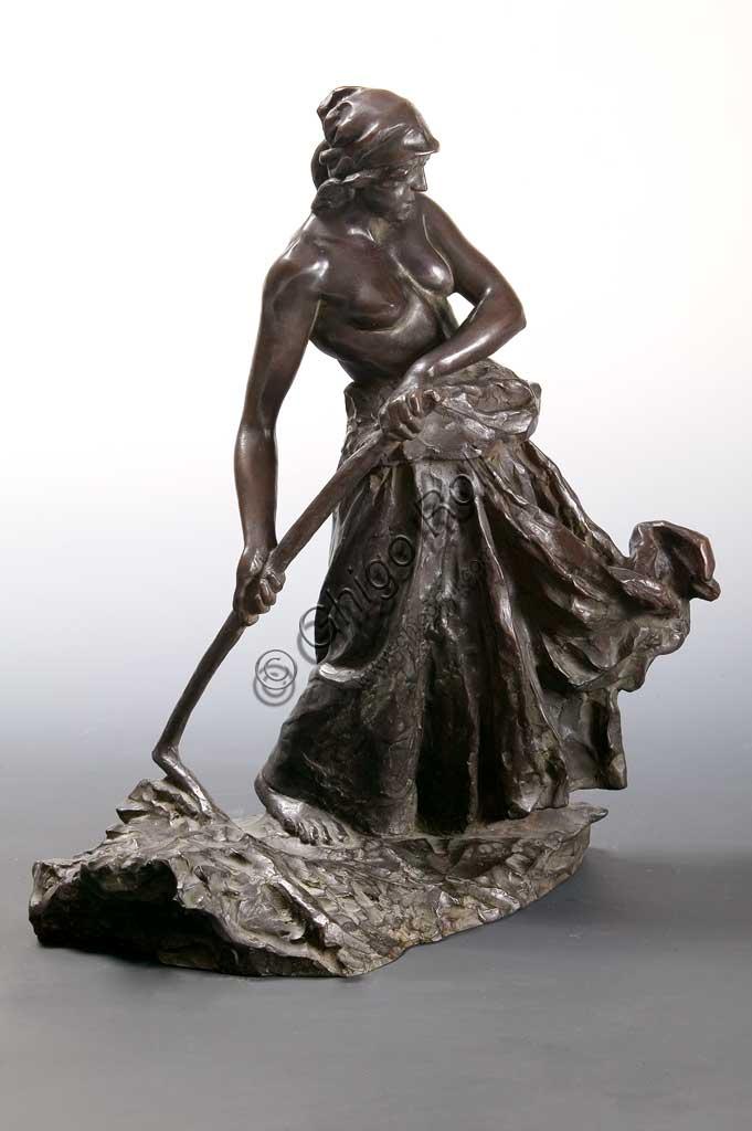 """Collezione Assicoop - Unipol: """"La battitrice di grano"""", bronzo, di Giuseppe Graziosi (1879 - 1942)."""