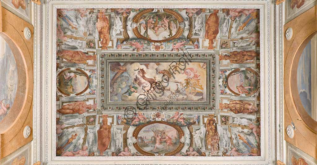 """Genova, Villa Pallavicino delle Peschiere, loggia di Apollo, volta: il carro del Sole condotto da Apollo. Affreschi di Giovanni Battista Castello detto """"il Bergamasco"""", e Luca Cambiaso, ca. 1560."""