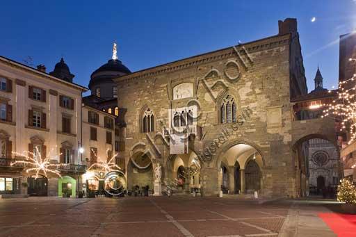 Bergamo, Città alta, Piazza Vecchia: night view of  the  Palazzo della Ragione (Ragione Palace). On the left, the Caffé del Tasso, coffee house founded in 1476.