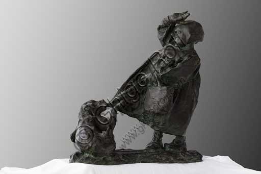 """Collezione Assicoop - Unipol; inv. n° 489: Giuseppe Graziosi (1879-1942); """"Bimbo con il cagnolino"""" (bronzo, h. cm. 43)."""
