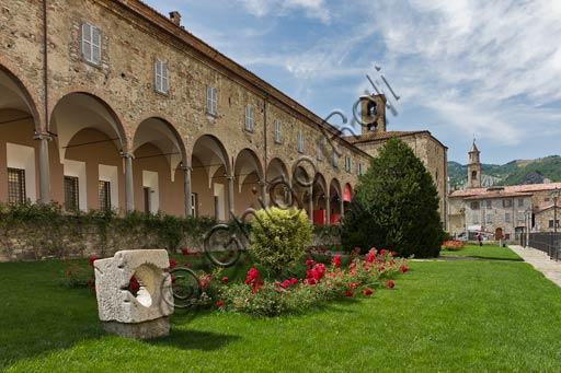 Bobbio, Abbazia di San Colombano: porticato esterno.