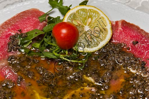 Bobbio, Piacentino Hotel and Restaurant: carpaccio (thinly sliced raw meat) with black truffle.