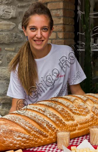Bobbio: girl with the typical Bobbio bread.