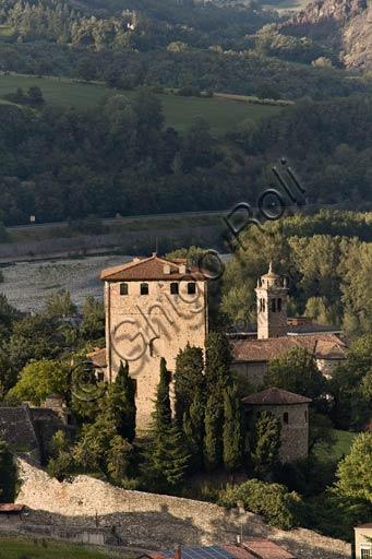 Bobbio: veduta di casa torre in Val Trebbia.