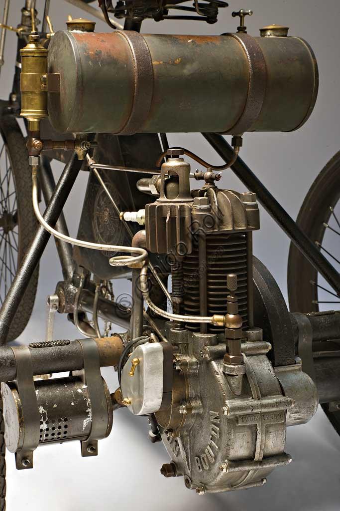 Ancient Motorbike Perfecta Triciclo tipo Corsa. Engine.