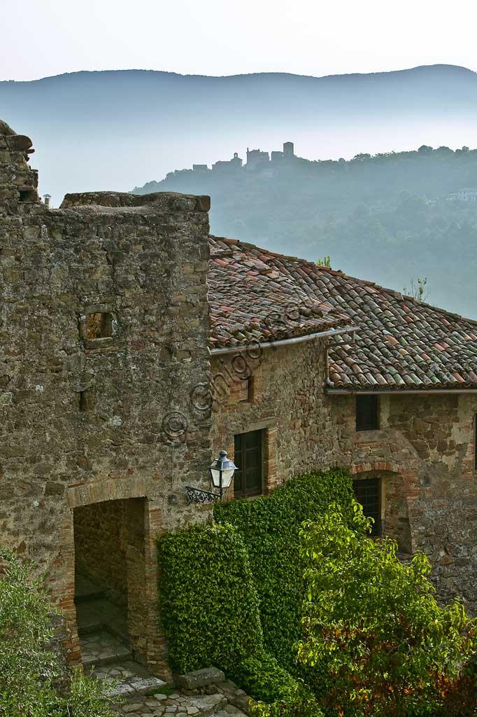 The hamlet of Ceralto. On the background, the hamleto of Cisterna.