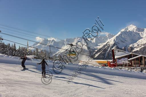 Bormio 2000: ski slopes and ski lifts.