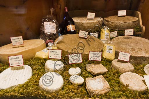"Bormio, ""La Sceleira"" shop: Valtellina typical kinds of cheese."