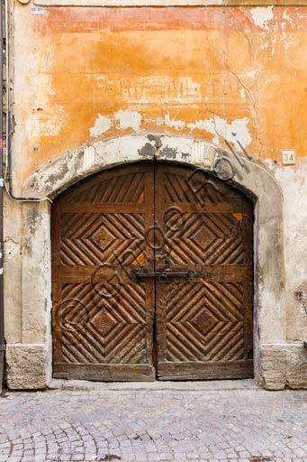 Bormio: old house wooden door.