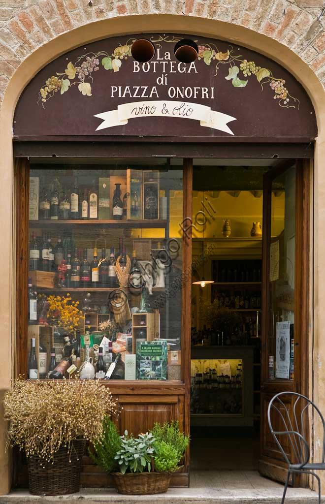 "Bevagna: the shop window of the ""Bottega Di Piazza Onofri"", wine shop and restaurant."