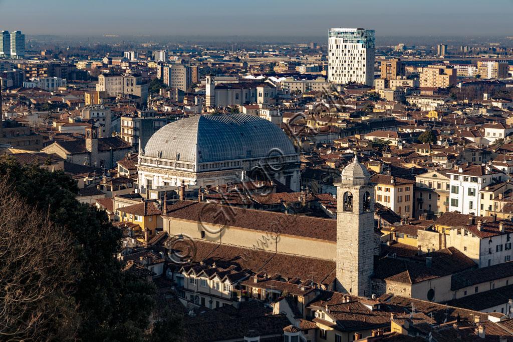 Brescia: veduta di Brescia dal Castello dove si staglia il Palazzo della Loggia col tetto progettato da Luigi Vanvitelli.