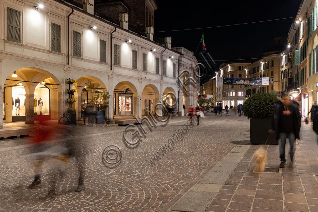 Brescia: veduta serale di corso Zanardelli.
