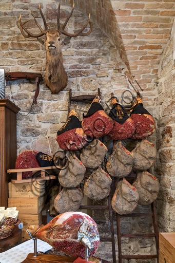 "Assisi, historical centre, shop of typical products of Umbria ""Cacio, pepe e..."": dry cured ham."