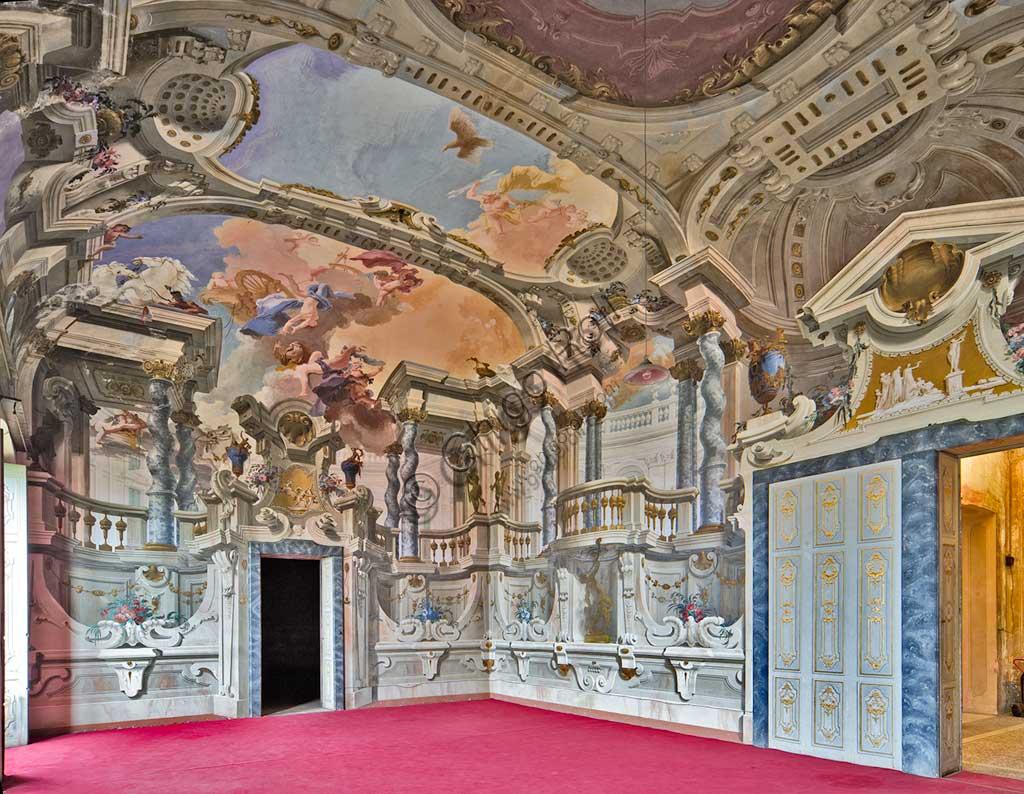 """Villa Crivelli (già Arconati): veduta della Sala delle Feste. La decorazione pittorica ad affresco con """"Caduta di Fetonte"""" è di Bernardo e Fabrizio Galliari, 1750 - 1760."""