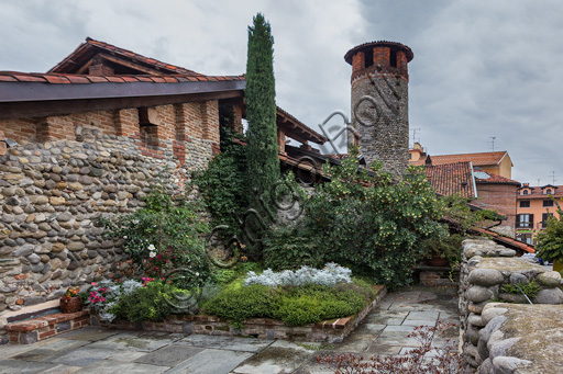 Candelo, Ricetto (fortified structure): roff garden within the walls.