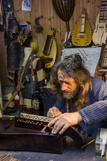Candelo, Ricetto (fortified structure): Sergio Verna, lutherie workshop, specialized in the construction and restoration of girondas.