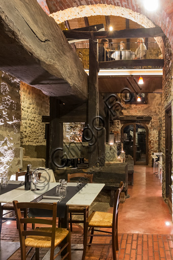 Candelo, Ricetto (fortified structure) Restaurant Il Torchio 1763:  the room with the ancient winepress.