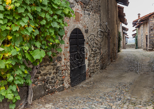 """Candelo, Ricetto (fortified structure): a """"Rua"""" (street) inside the Ricetto."""