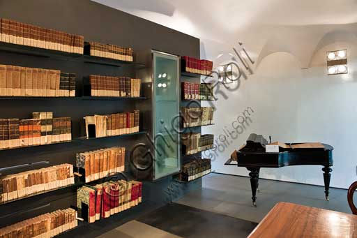 Casa Artusi, interno: la biblioteca.