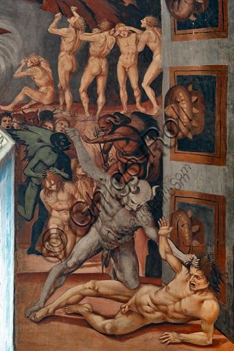 """Orvieto, Basilica Cattedrale di Santa Maria Assunta (o Duomo), interno, Cappella Nova o di San Brizio, parete sud, dietro l'altare: """"Chiamata all'inferno"""", affreschi di Luca Signorelli 1500 - 1504.  Particolare in cui si vede l'Antinferno, tratto dalla descrizione dantesca. Un gruppo di ignavi ricorre infatti un demone che porta uno stendardo bianco, mentre al centro si vede Caronte pronto a traghettare i dannati, destinati, più in basso, al giudizio di Minosse. Quest'ultimo è ritratto nel momento in cui commina la pena a un dannato tenuto per i capelli da un demone, avvolgendo la propria coda attorno al corpo tante volte quanto è il numero del girone a cui è destinato. Più avanti, sul """"proscenio"""", un diavolo dalle carni azzurrine fa per colpire un dannato tenendolo per i capelli: la crudezza della scena interessò Michelangelo, che infatti la copiò."""