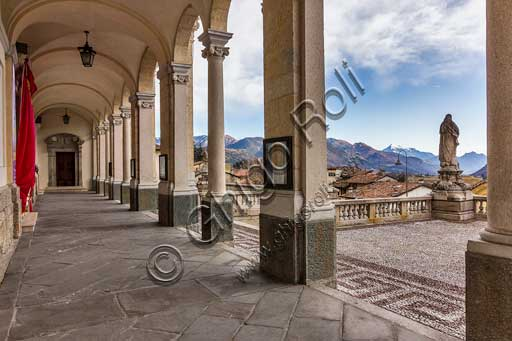 Clusone, Basilica of Santa Maria Assunta: the porch.