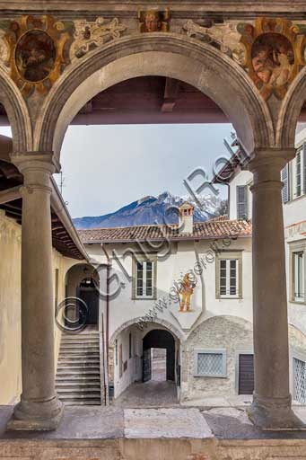 Clusone, Palazzo Comunale (Town Hall), built in the XI and XII century): the small loggia with frescoes (XVI century) and the courtyard.
