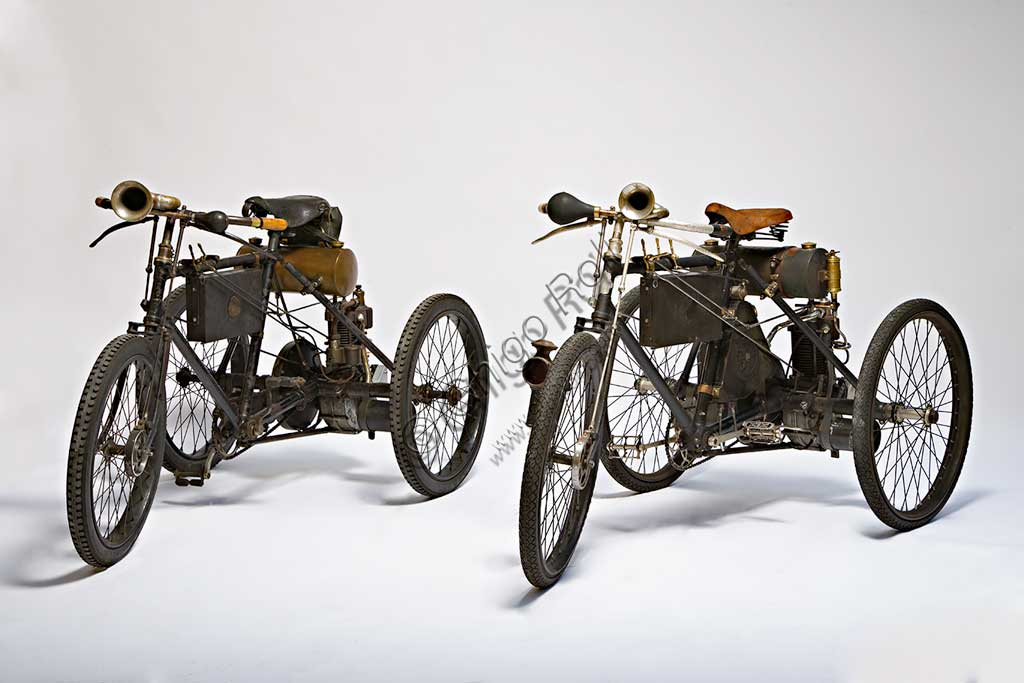 Collezione di moto d'epoca Graziano Dainelli: i due Tricicli Perfecta de Dion Bouton di fine Ottocento.