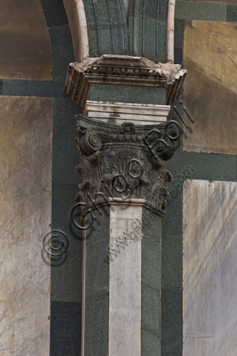Florence, the Baptistery of St. John, exterior, the Southern façade in Carrara white marble and green Prato marble: detail of a column with capital.