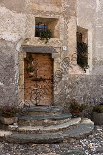 Combo: porta in legno di antica casa.