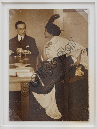 """""""Elegant Coupe while having an aperitif"""", bromide silver gelatine by Marcello Dudovich,  1910."""