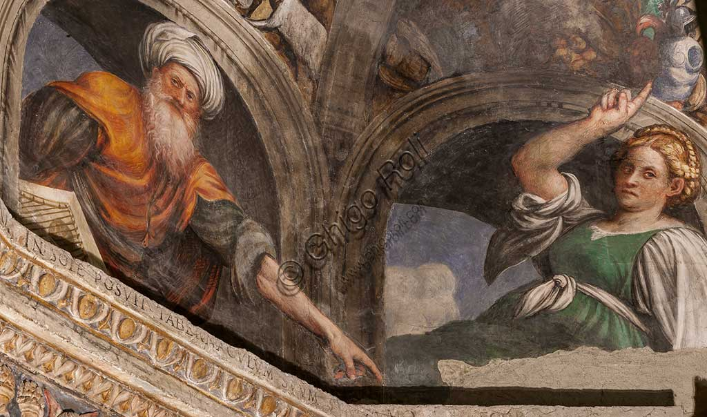 Cortemaggiore, Church of SS. Annunziata (part of the Franciscan Convent), Chapel of the Conception: lunette representing a sybil and a prophet, frescoes by Giovanni Antonio de Sacchis, known as il Pordenone, about 1529.