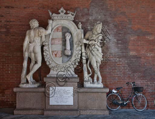 Cremona, Loggia dei Militi Porch: the town emblem with the statue of Hercules.