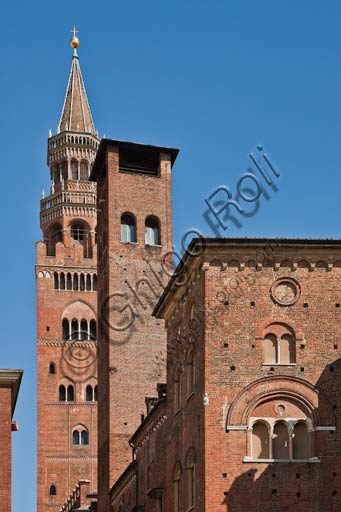 Cremona: partial view of the Torrazzo and the Town Hall Palace.