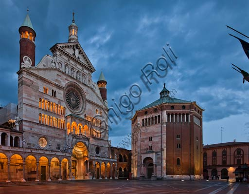 Cremona: night view of piazza del Comune with the Duomo (the Cathedral), the Torrazzo and the Baptistery.