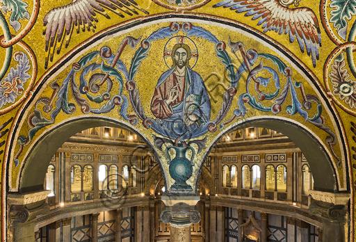 Firenze, Battistero di San Giovanni, i matronei, galleria est,  tribuna centrale (degli Evangelisti):  mosaici dell'ambiente del Maestro di San Gaggio e del Maestro di Santa Cecilia (circa 1300-1310). Particolare con Cristo benedicente.